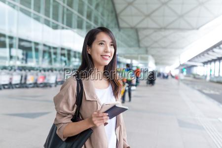donna andare di viaggio in possesso