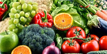 verdure e frutta organiche grezze assorted