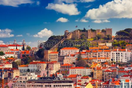 centro storico di lisbona il giorno