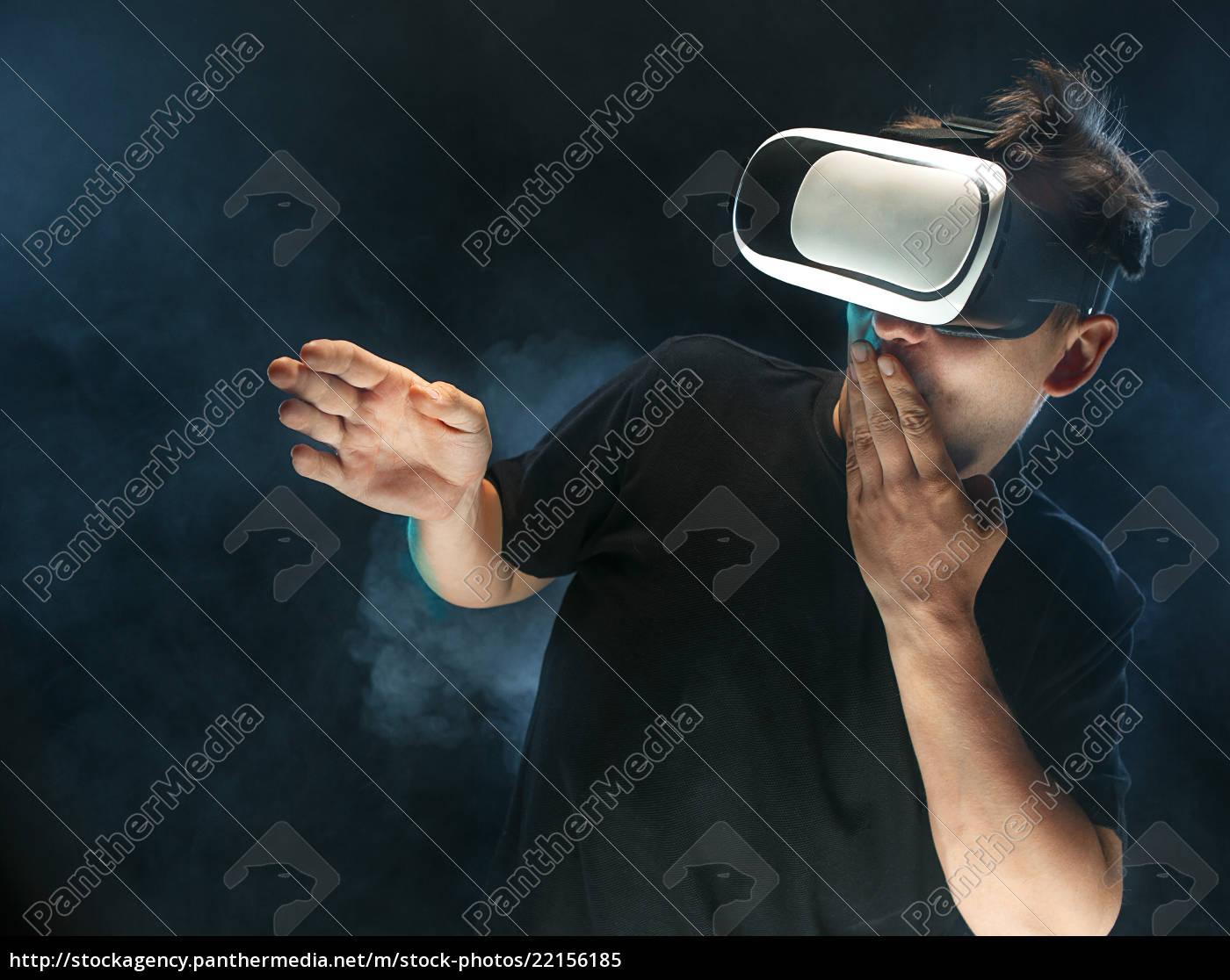 l'uomo, con, gli, occhiali, della, realtà - 22156185