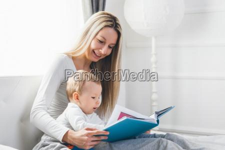 educazione letto mamma madre lettura capretto
