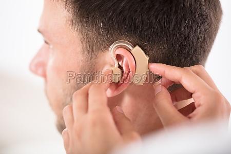 orecchio sordo udito percepire trattenuto mutilati