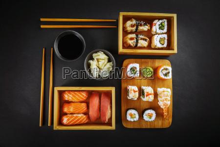 involtini di sushi e sushi