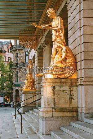 bello bella arte ingresso teatro statue