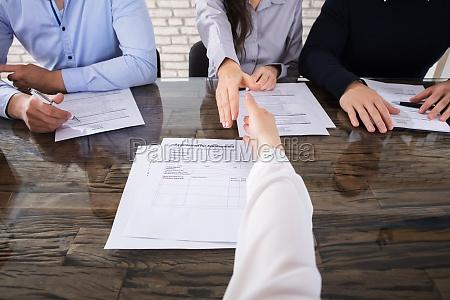 ufficio intervista mano mani legge capo