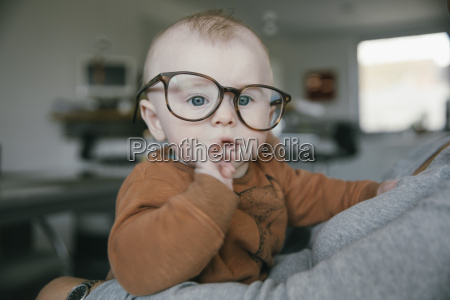 bambino ragazzo indossando