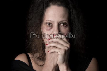 donna liberta paura insultare oltraggiare temere