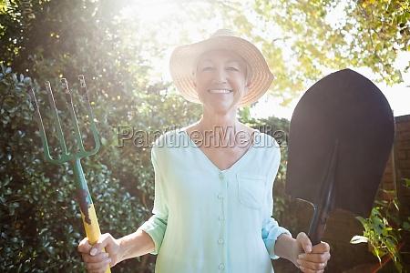 donna blu risata sorrisi stile di