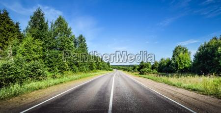 strada della strada in avanti direzione