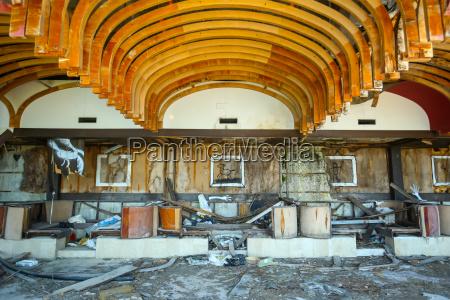 vecchio edificio rovinato