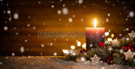 candela con decorazione festiva e sfondo
