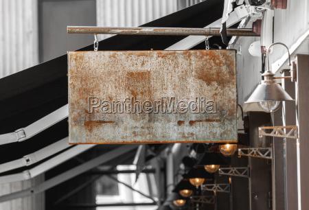 rusty mockup di segnaletica per attivita