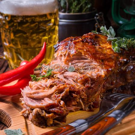 gustoso barbecue tirato carne di maiale