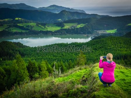 scattare foto del lago furnas