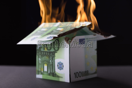 banca casa costruzione euro fuoco incendio
