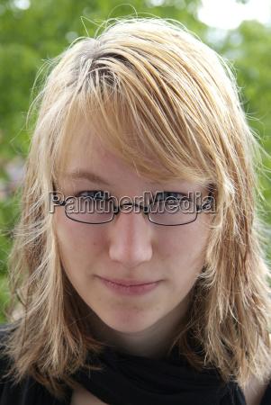 faccia ritratto carisma capelli occhiali mimare