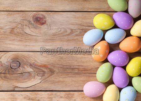 fondo di pasqua con le uova