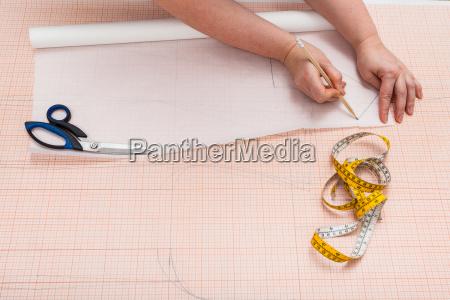 donna mano strumento attrezzo moda progettazione