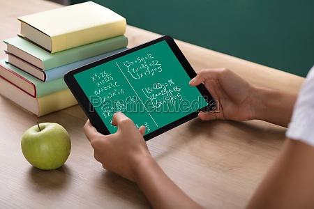 insegnante professore maestro scrivania digitale pastiglia