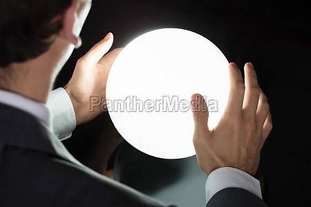 la mano delluomo daffari che predice