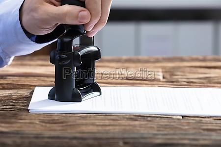 persona timbro documento possesso certificato caucciu