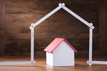 modello di casa sotto la casa