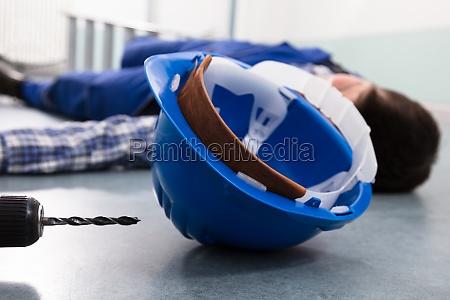 incidente compensazione casco debole giu svenimento