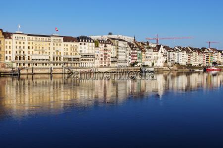 blu casa costruzione citta riflesso svizzera