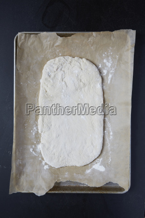 pasta per pizza su carta oleata