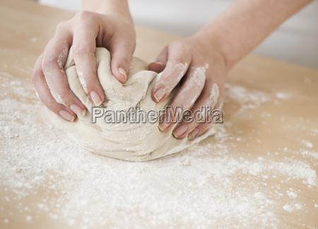 donna femminile orizzontale farina giorno durante