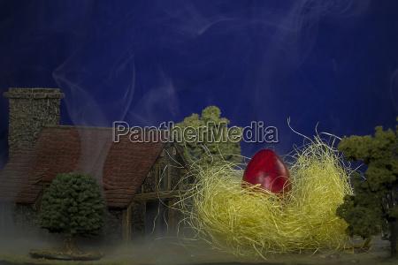 grosses osterei im gelben nest auf