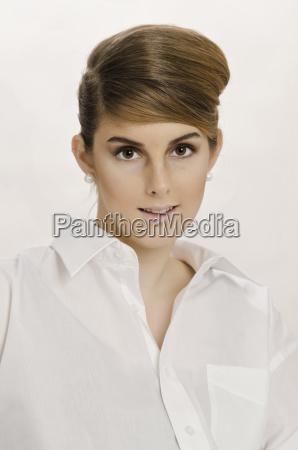 femminile marrone ritratto marrone chiaro caucasico