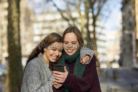 telefono persone popolare uomo umano risata