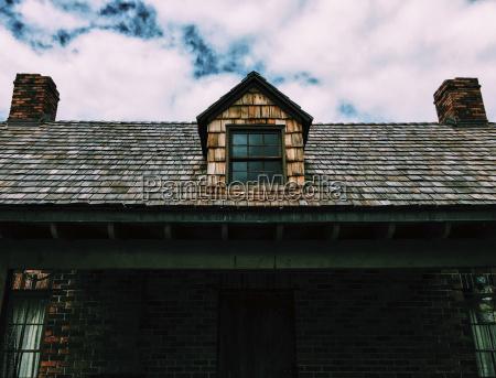 vista di angolo basso della casa