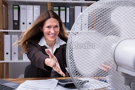 donna caldo calore fresco meteo riscaldare