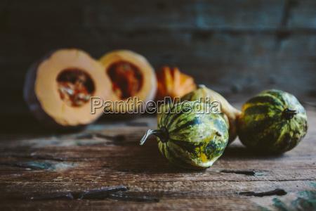 zucche ornamentali su legno