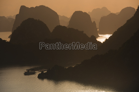 sunset halong bay or vinh ha