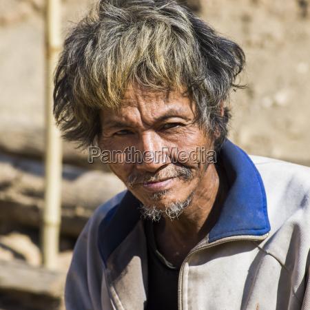 ritratto di un uomo tailandese con