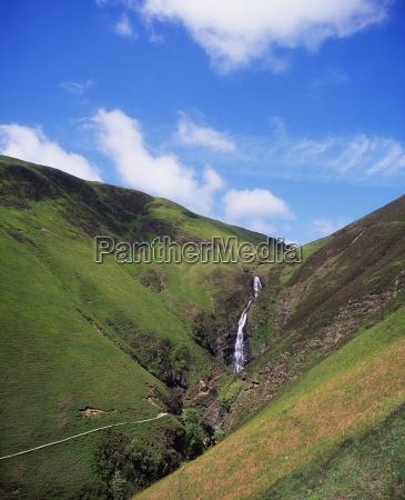 colore collina europa erbe cascata allaperto