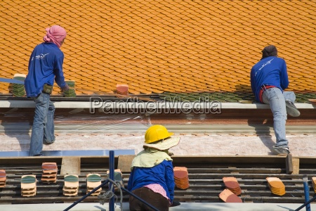men repairing roof of wat pho
