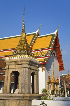 exterior of wat pho temple in