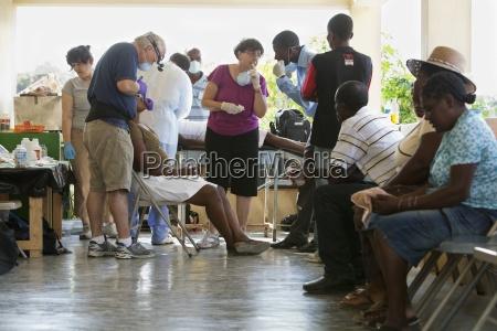 dottore medico donna aspettare attesa persone
