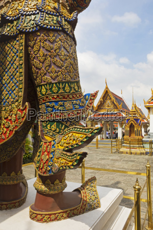 temple guardian at wat phra kaeo