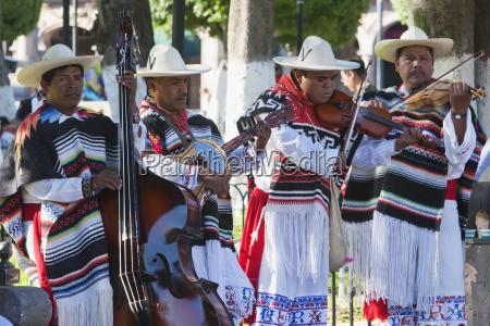 group performing the danza de los