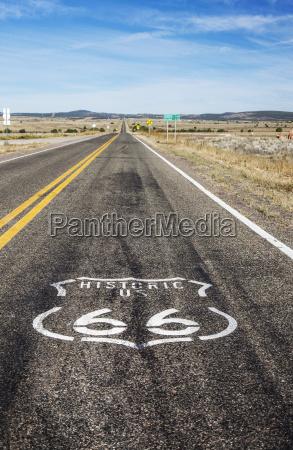 route 66 logo auf der autobahn