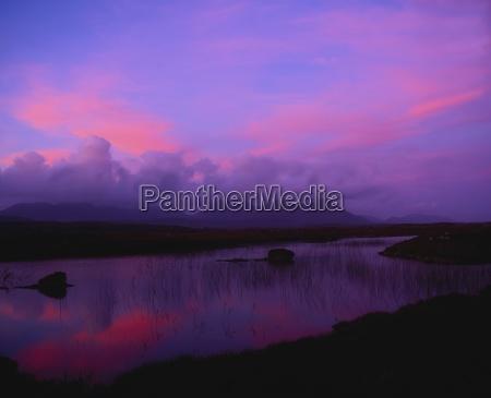collina montagne acque orizzonte legno tramonto