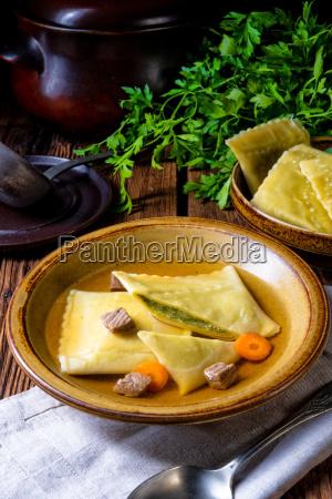 delizioso originale swabiano maultaschen con ripieno