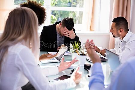 conflitto ufficio affare affari lavoro professione