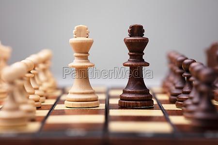 gioco di scacchi in legno