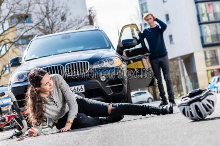 donna femminile traffico virile mascolino auto
